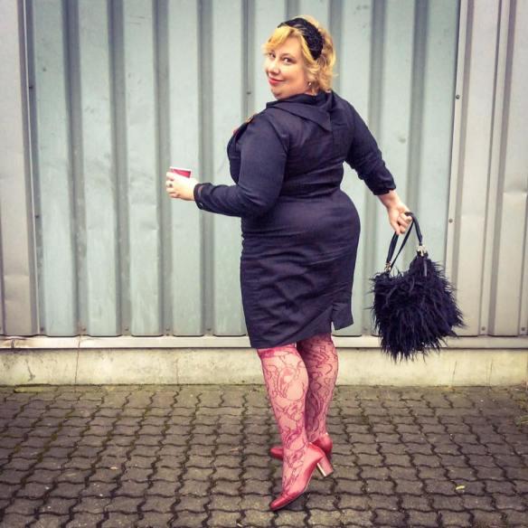 misskittenheel-vintage-plussize-pinup-lindybop-vanessa-wiggledress-lace-tights-08
