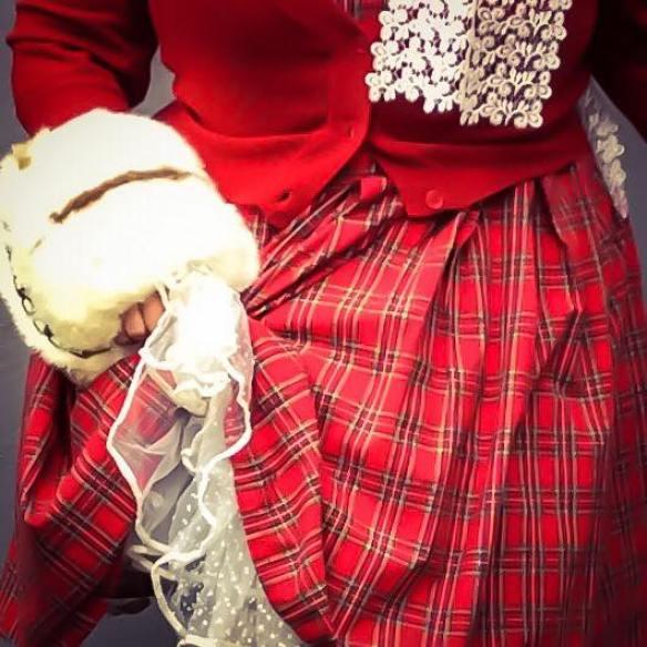 misskittenheel-vintage-plussize-christmas-dollydotty-tartan-red-royalstewart-pinup-fascinator-01