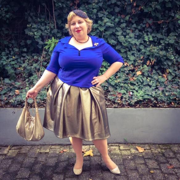 misskittenheel-vintage-plussize-frenchcurves-metalliqze-gold-skirt-elvi-pinup-07