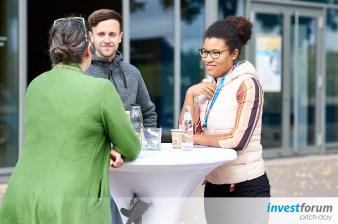 Networking bei den Investforum Pitchdays in Magdeburg im Jahrtausendturm