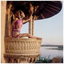 model-samantha-jones-wearing-hooded-print-silk-jersey-chemise-by-emilio-pucci-1967-photo-henry-clarke