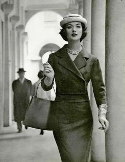1958-rose-marie-in-a-jean-patou-wool-suit