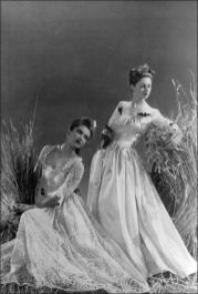 jean-patou-french-vogue-1940-by-andre-durst