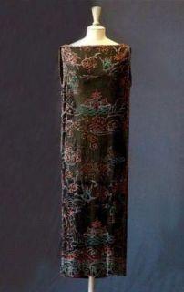 nuit-de-chine-en-crepe-georgette-brode-de-perles-formant-des-motifs-chinois-de-jean-patou-1925-c