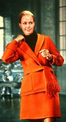 orange-wool-suit-by-jean-patou-jours-de-france-august-1968