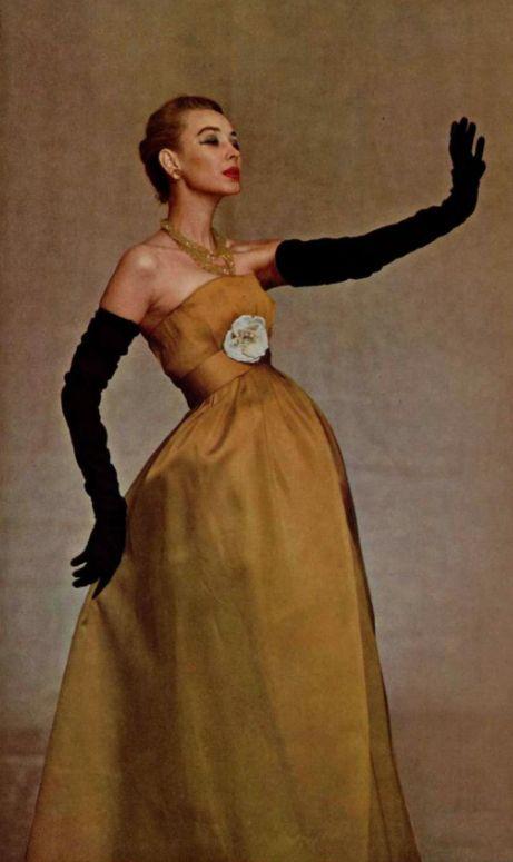 Long gloves signed Dior