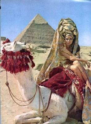 Baronne van Zuylen in Egypt by Leombruno-Bodi for Vogue, August 1965