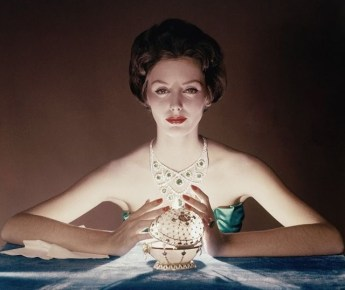Lucinda Hollingsworth with Faberge Egg for Vogue December 1958