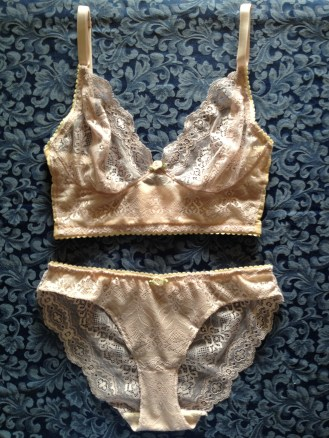 Cloth Habit's Watson bra and bikini in purple lace, size 30F/XS