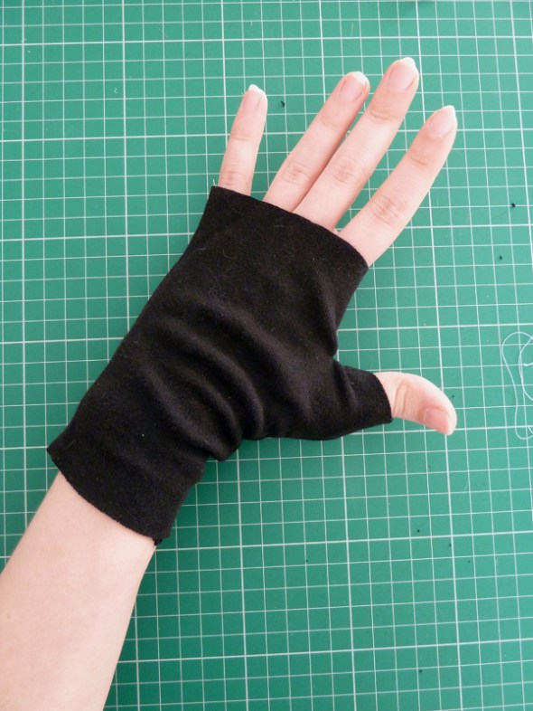 FREE Beginners sewing project Fingerless glove  Maimy