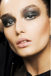 makeup trends metallic eye shadow