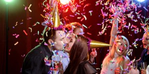 party and love kissing at new year's