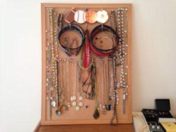 jewelry organization hacks
