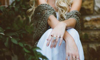 girl wearing rings showing engagement ring alternatives