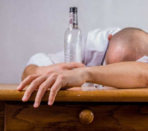 4 Worrying Signs You Might Drink Too Much