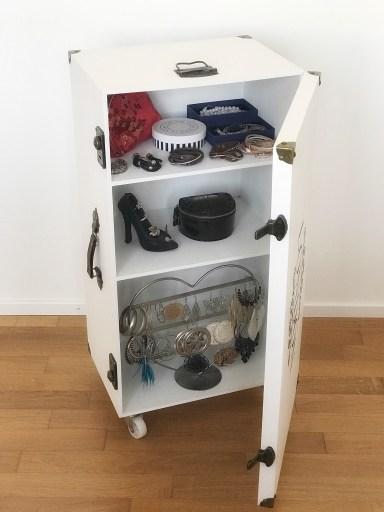 Koffer im Vintagelook offen