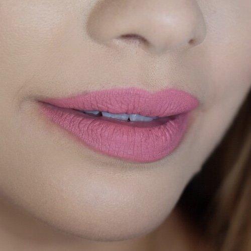 Huda Beauty Gossip Gurl 34 Lips 1