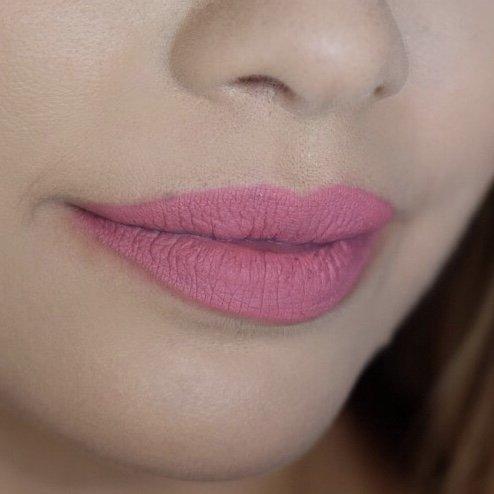 Huda Beauty Gossip Gurl 34 Lips 2