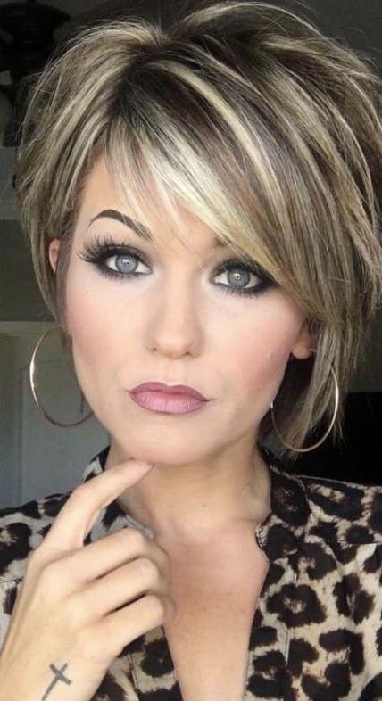 Christmas Elegant short hairstyle for mature ladies
