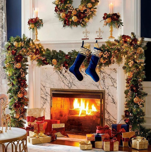 Festive Christmas mantel for the fireplace.Farmhouse Christmas living room