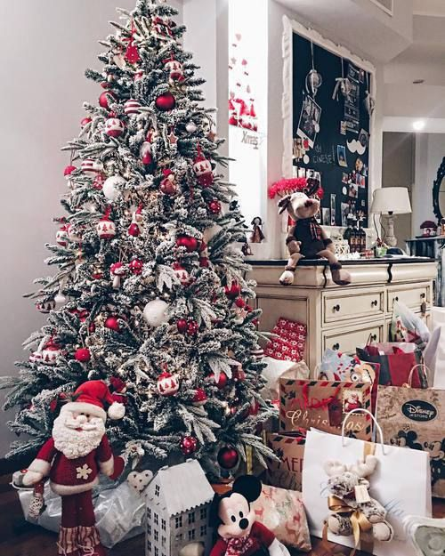 Frosted Christmas tree decor idea. Unique Christmas tree decorating ideas