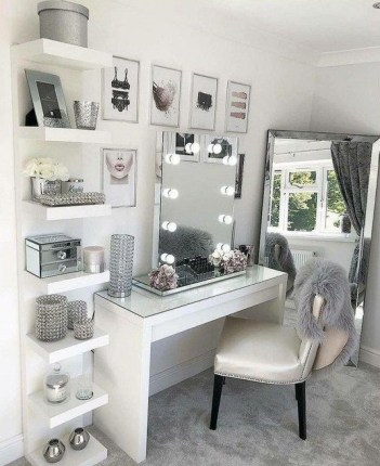 Glam Hollywood mirror with lights