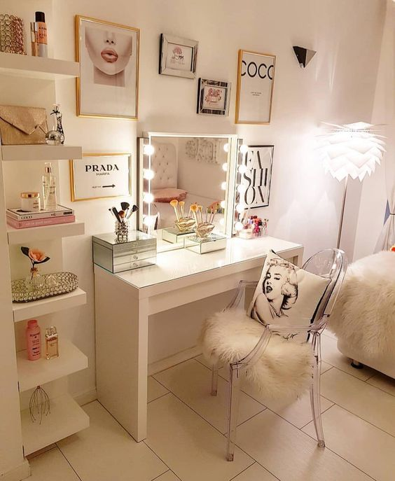 Glam bedroom decor. Glam makeup room with vanity mirror and desk