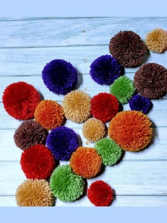 How do you make fluffy pom poms step by step