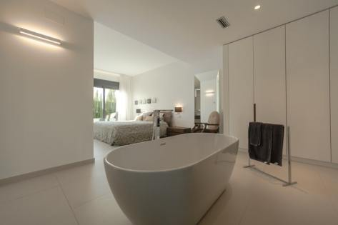 Luxury bedroom with bath tub