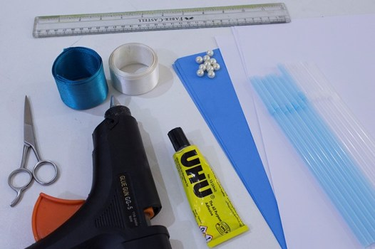 Materials needed to make the paper flower bouquet