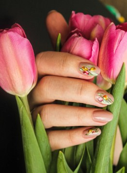 Minimalist summer nails design