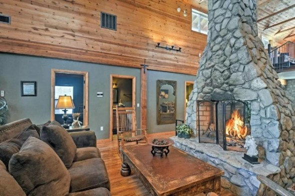 Mountain cabin with open fireplace