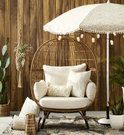 Rattan egg chair for indoor and outdoor space