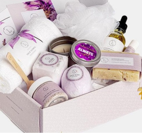 Christmas gift sets for her to make a good impression.