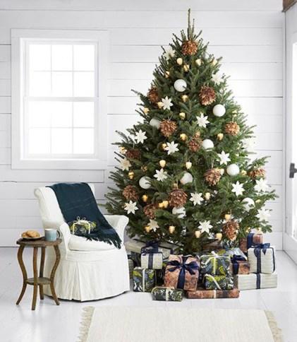Traditional Christmas tree decor