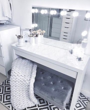 Vanity mirror with lights and desk that every woman should have . Cheap vanity mirror with desk and chair