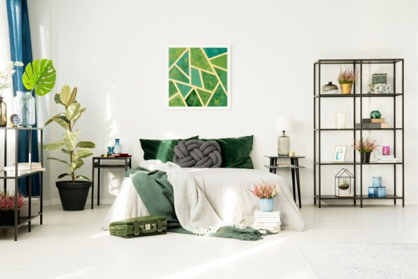 Peaceful and refreshing green bedroom decor