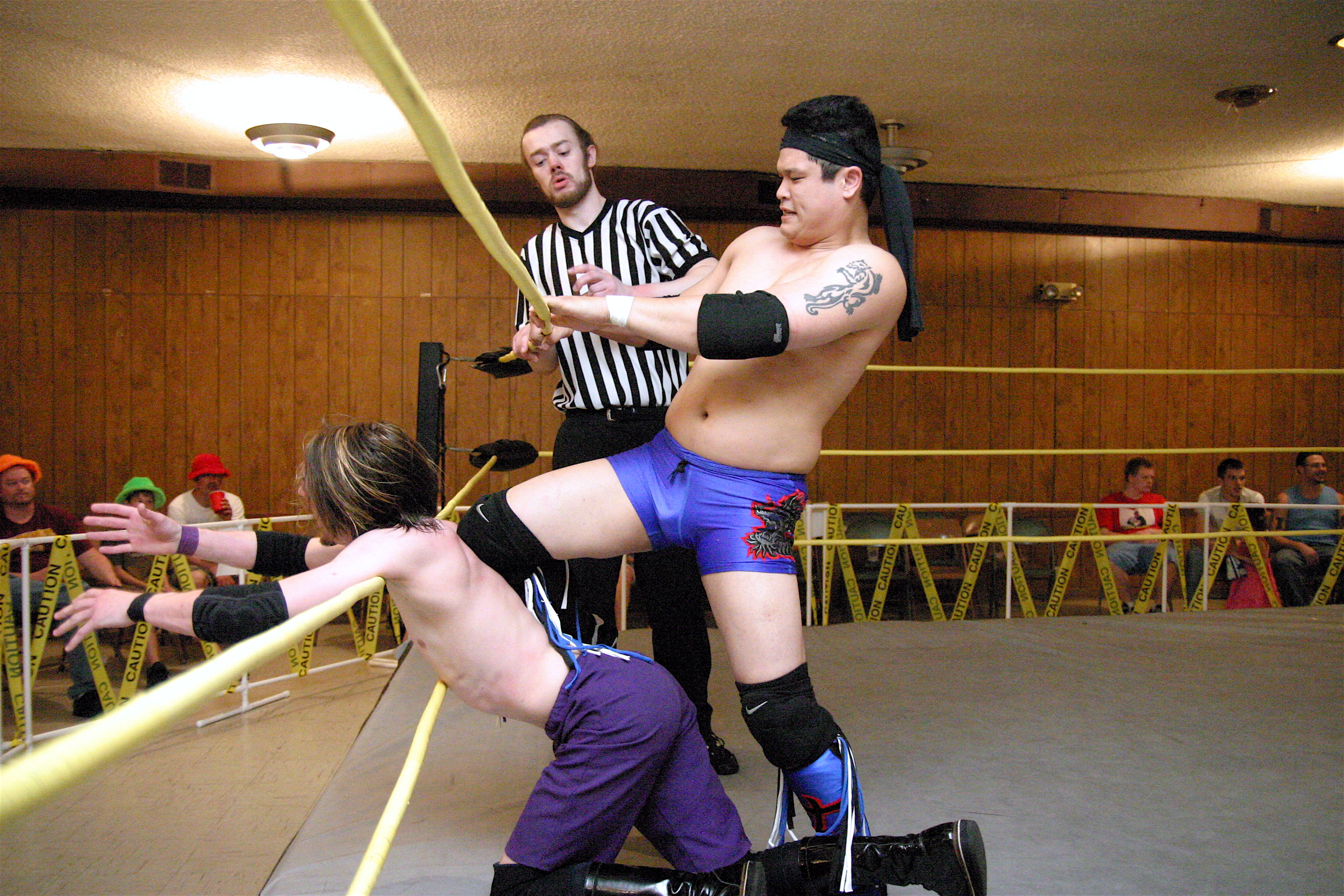 Ricky Kwong gets nasty using the ring ropes (Photo Credit: Mike Van Hoogstraat)