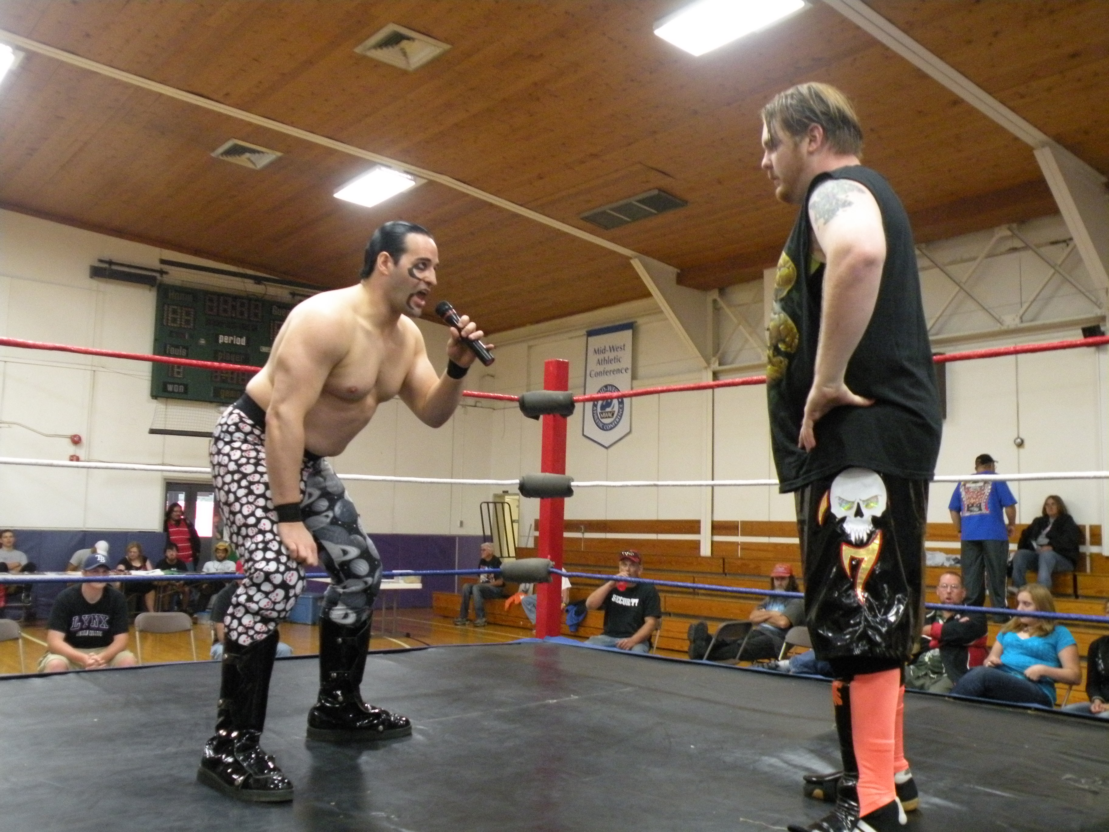 """Bloody Harker Dirge lets GAW CS Champ Kenny O' Brien know that he is in for a fight. (Photo Credit Brian """"Flair"""" Kelley)"""