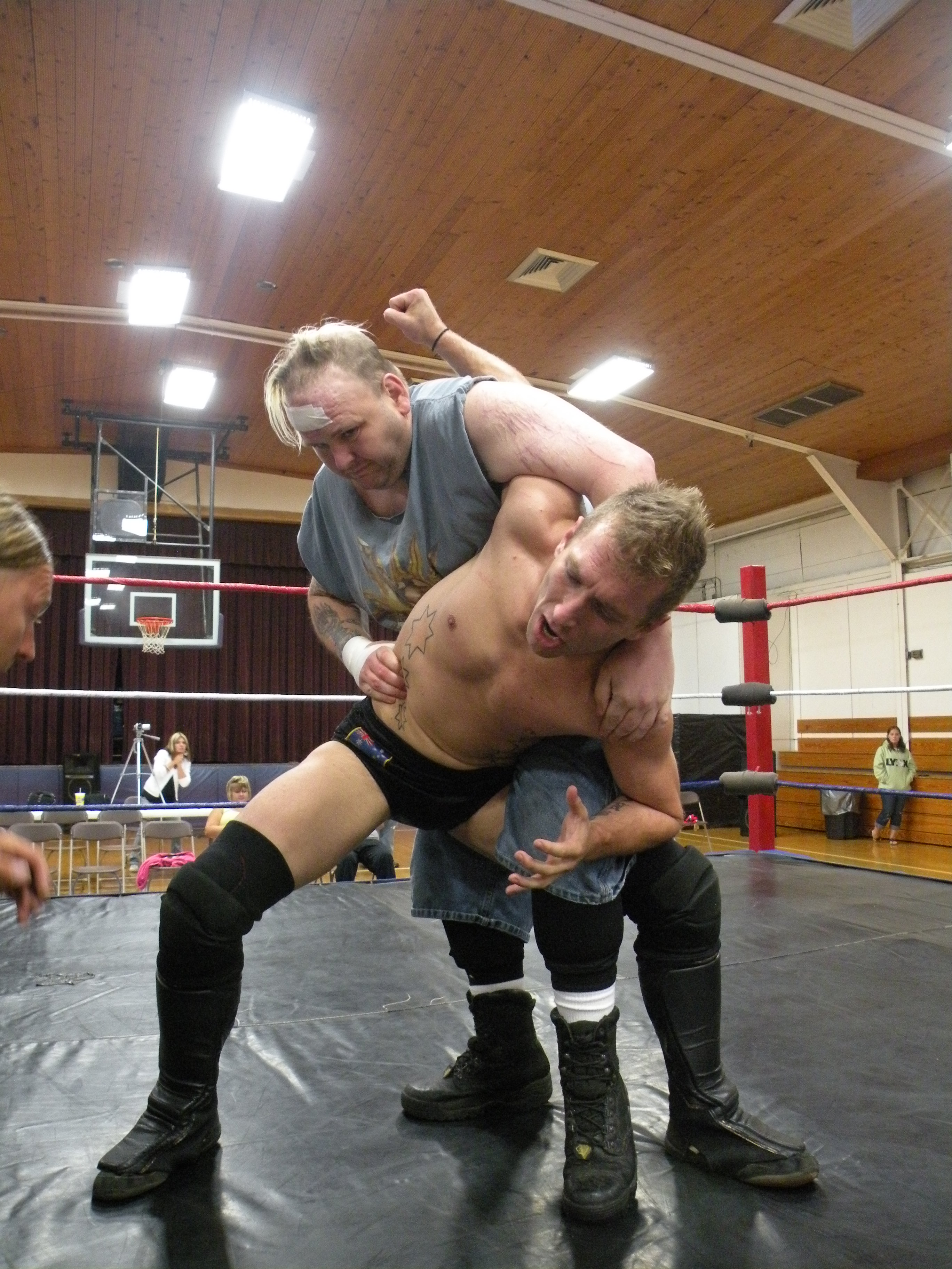 """Ian Rotten attempts puts to stretch Dingo into submission.(Photo Credit Brian """"Flair"""" Kelley)"""