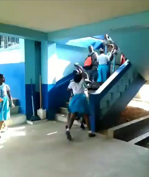 Watch this shocking video of secondary school students fighting in school