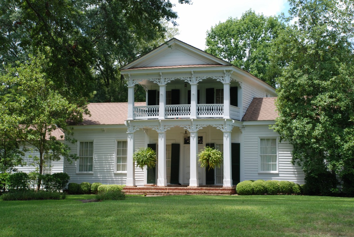 Sen. Walter Brooke House (1847). Built in the Greek Revival and Italianate styles, this house is located to the north of the square, at a sweet little intersection that also includes the Gothic Revival Epsicopal church and the Neoclassical Presbyterian church