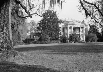 General view looking to main house at Melrose. Photograph by Ralph Clynne, 1934 (HABS No. MS-61-2).