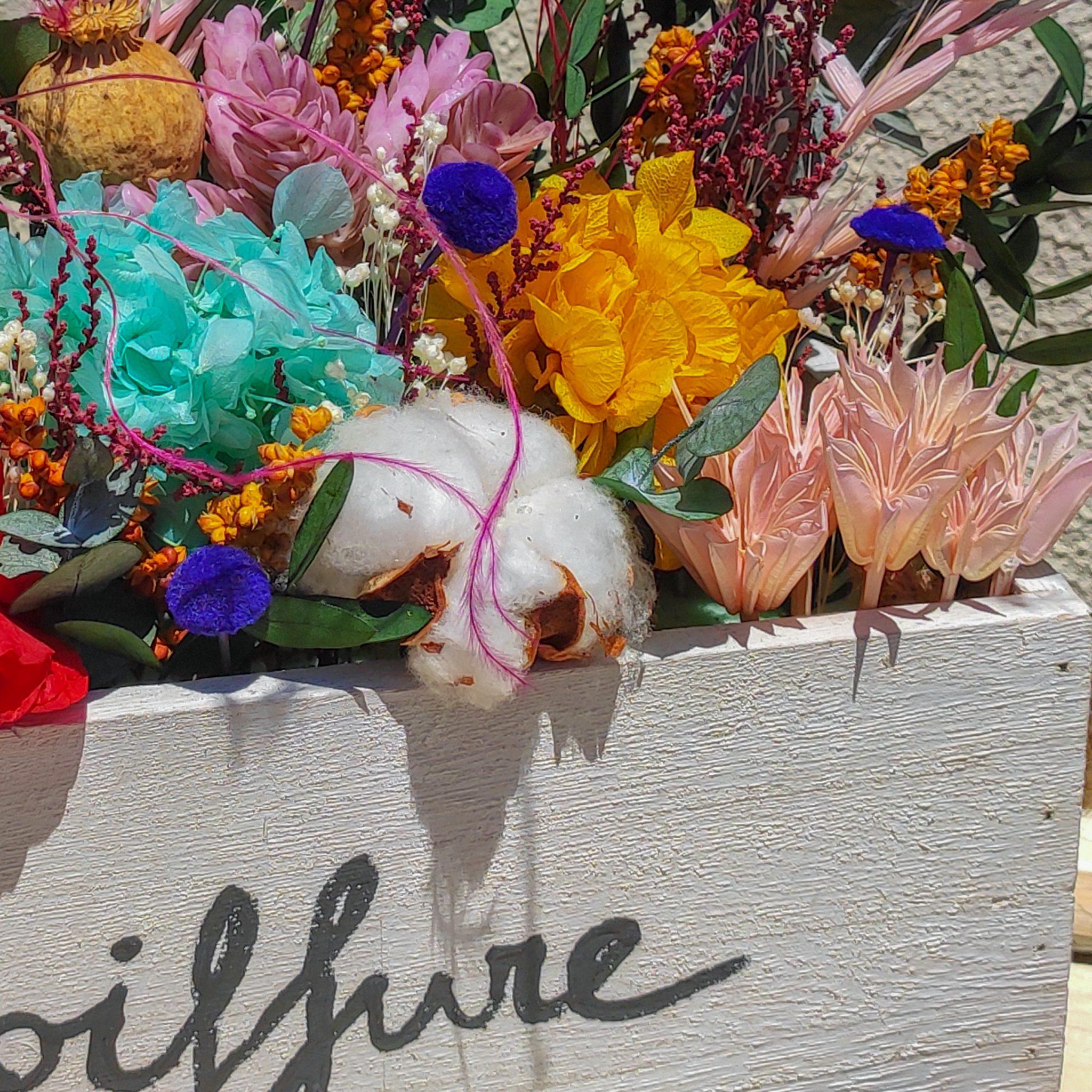 Corte centro de flores preservadas personalizado en caja de madera 5