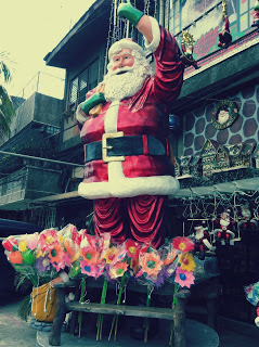 HOME: Santa Claus Decor