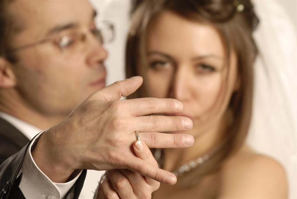 De ce flirtează femeile căsătorite. Explicația te va uimi