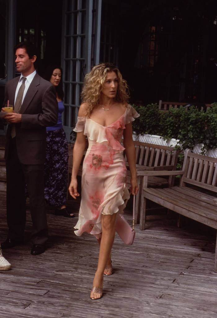 Carrie Bradshaw's Floral Dress Falls Into Pond