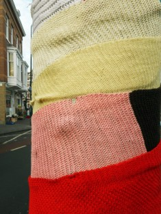 yarn-bombing-at-regentessekwartier-2