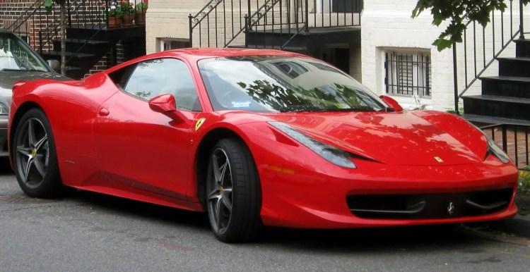 Mobil Ferrari & Ekonomi Negara Italia
