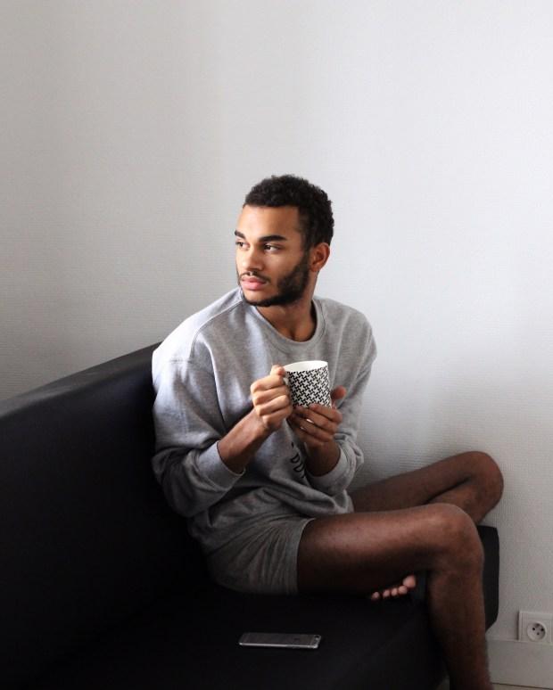 look-confortable-home-man-men-blogger-blog-mode-homme-calvin-klein-underwear-mycalvins-pyjama-être-à-l-aise-chez-soi-mug